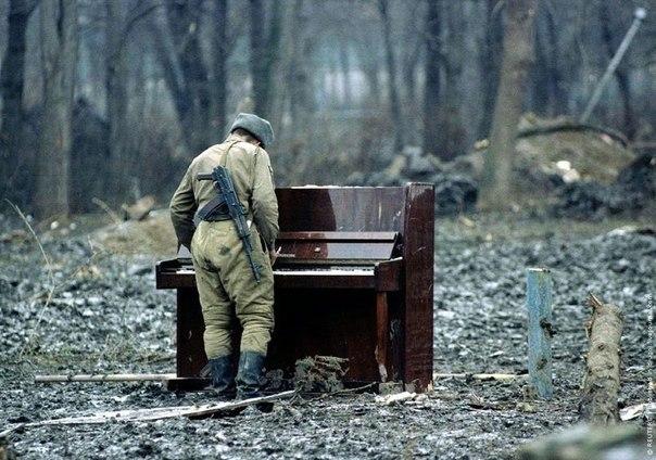 Центральный парк г. Грозный. Февраль 1995г.