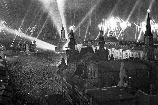 День победы! Красная площадь 9 мая 1945 года.