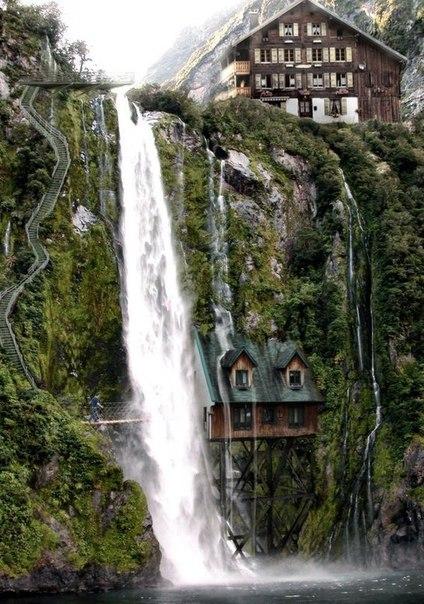 Дом под водопадом, Швейцария
