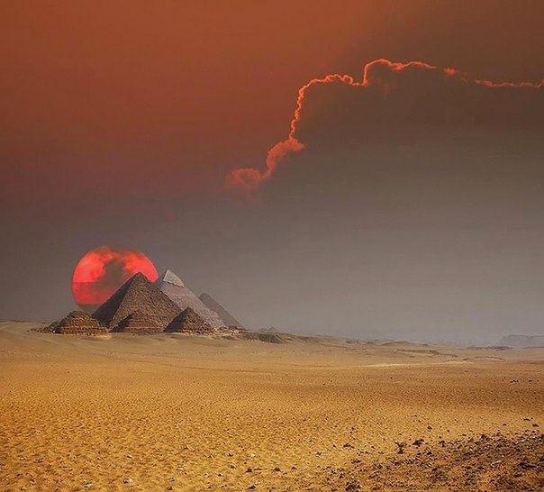 Фантастический снимок. Египетские пирамиды.