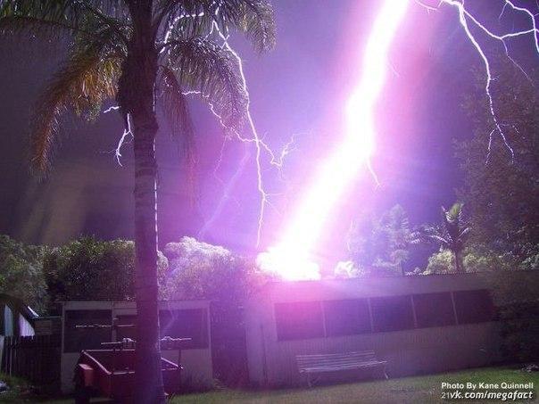 Фото удара молнии сблизи.
