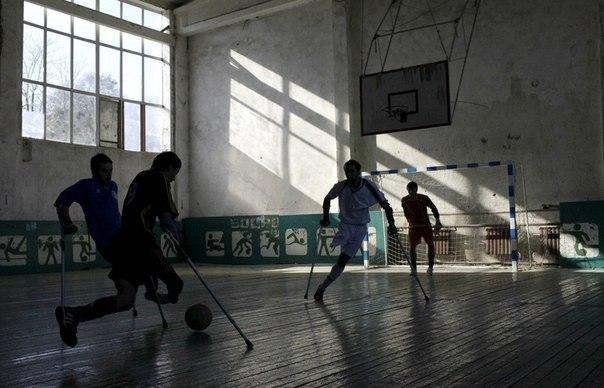 Игроки из местного футбольного клуба Ламан Аз, основанног