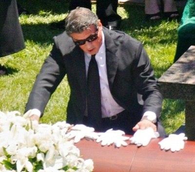 Искренние соболезнования Сильвестру Сталлоне!