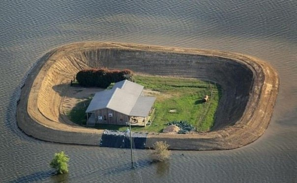 Кто-то очень хорошо подготовился к наводнению.