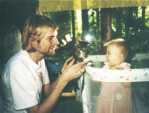 Курт Кобейн с дочкой Френсис.