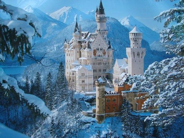 Логотип студии Walt Disney срисован с знаменитого замка Нойшва