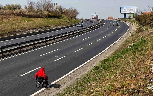 Македонский спортсмен Миле Стойкоски, страдающий паралич