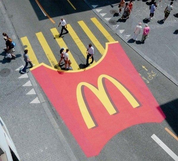 McDonald's превратили пешеходный переход в картофель фри