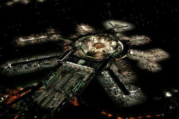 Международный аэропорт Сан-Франциско ночью