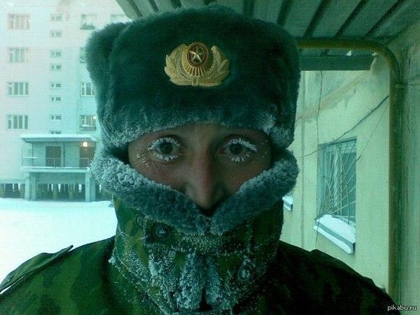 Мороз -50 превращает сурового майора в няшку.