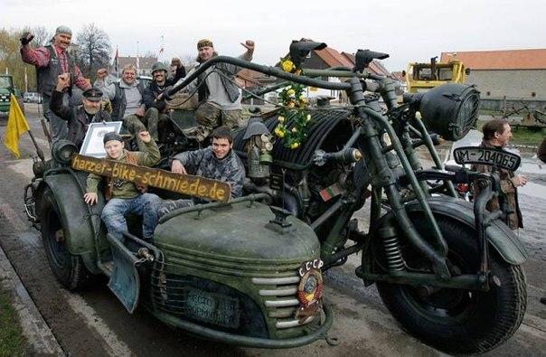 Мотоцикл-монстр с движком от танка Т55!