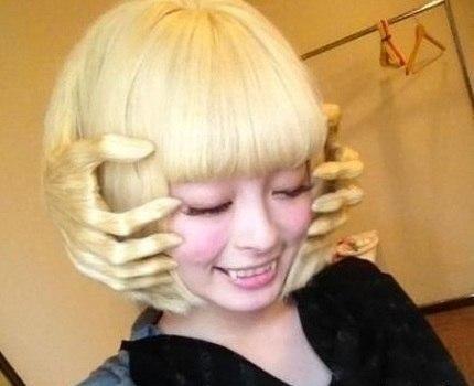 Необычная причёска.