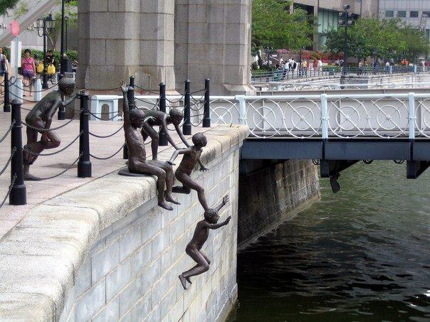 Необычная скульптура в Сингапуре.