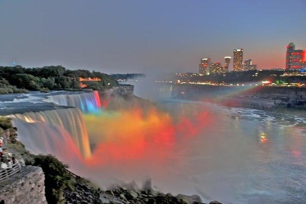 Ниагарский водопад в ином свете.