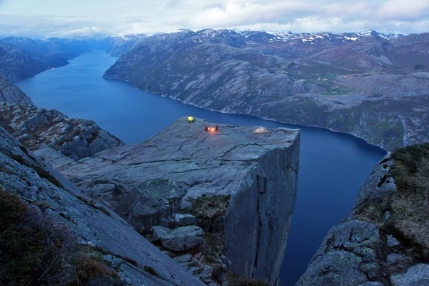 Ночлег на скалах Норвегии.
