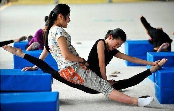 Обычная тренировка китайских гимнасток