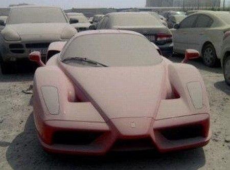 Один из легендарных суперкаров Ferrari Enzo, стоимостью более $1