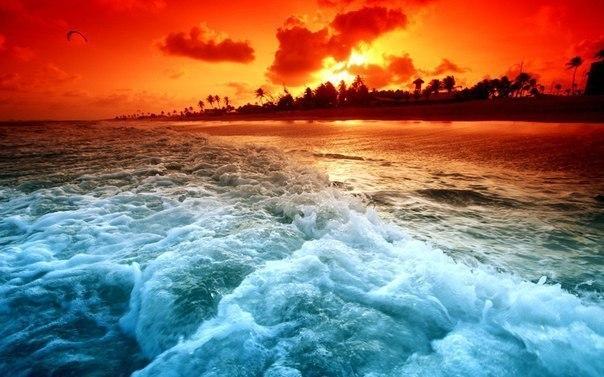 Пламенный закат на Багамах.
