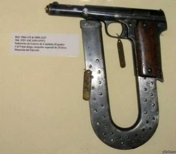 Примерно такой магазин у пистолетов из боевиков.