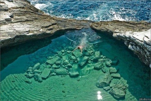 Природный бассейн в Греции
