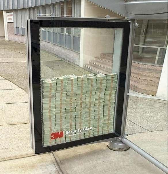 Реклама пуленепробиваемых стекол на одной из остановок Ка