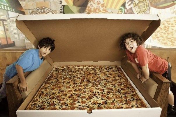 Самая большая пицца, доступная для заказаВ пиццерии Big Mama'