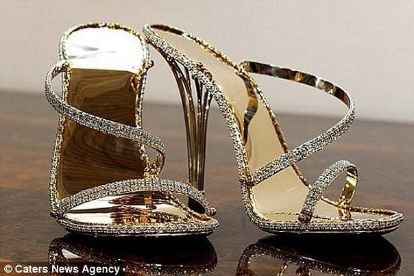 Самой дорогой обувью в мире признаны туфли The House of Borgezie за 2