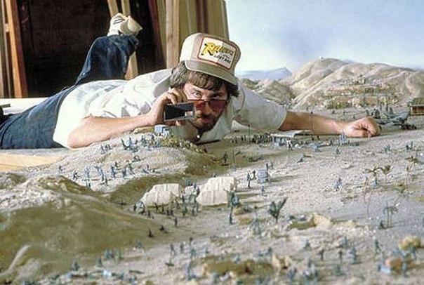 Стивен Спилберг на съемках фильма «Индиана Джонс: В поиска