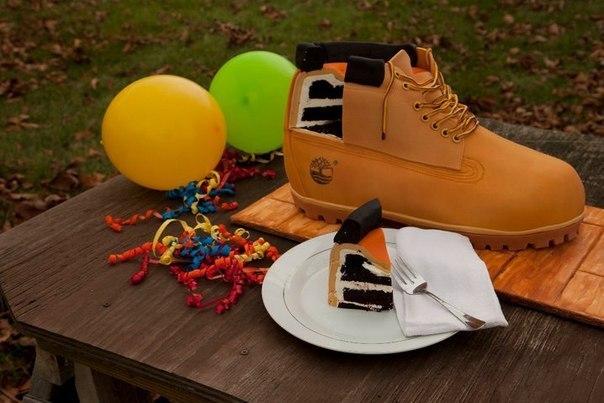 Торт в форме ботинка Timberland.