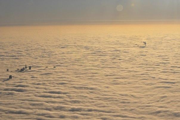 Туман над Варшавой, Польша.