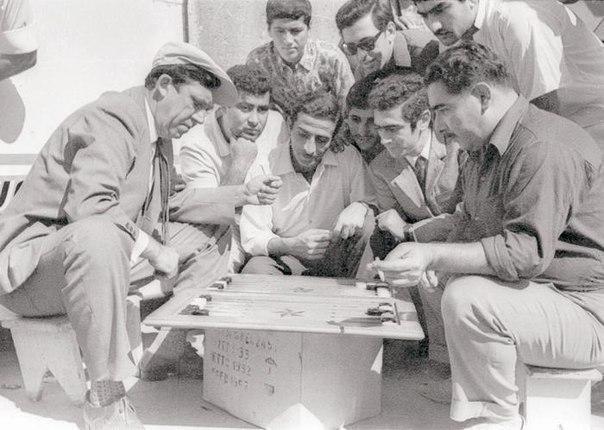 Юрий Никулин играет в нарды. Баку, 1968 год