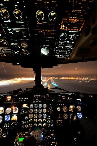 Вид из кабины самолета при посадке.