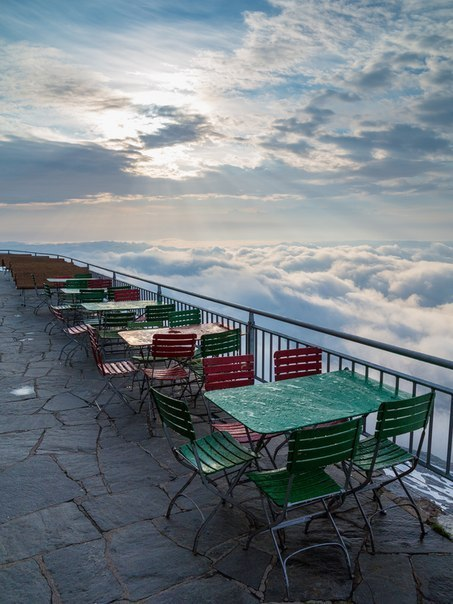 Вид с террасы Säntis горнолыжного курорта Appenzellerland, Швейцари