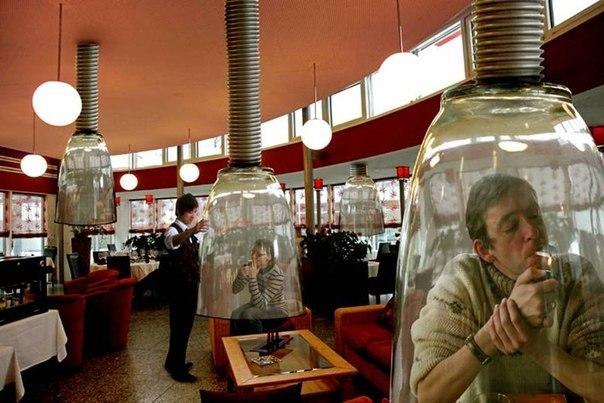 Вот так оборудованы места для курящих в некоторых японски