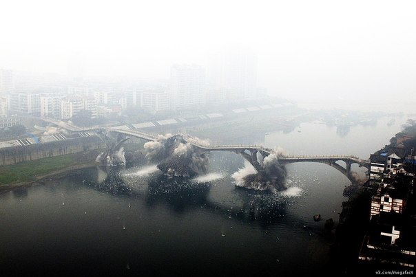 Взрыв моста в Китае.