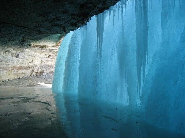 За замерзшим водопадом!