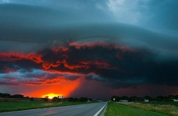 Закат во время бури. Штат Небраска.