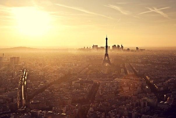 Золотой закат Парижа. Фото сделано с Башни Монпарнас.